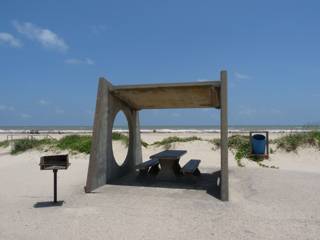 When you're not riding horses or watching the birds, you can have a lovely picnic on the white sand beaches of Matagorda Bay.